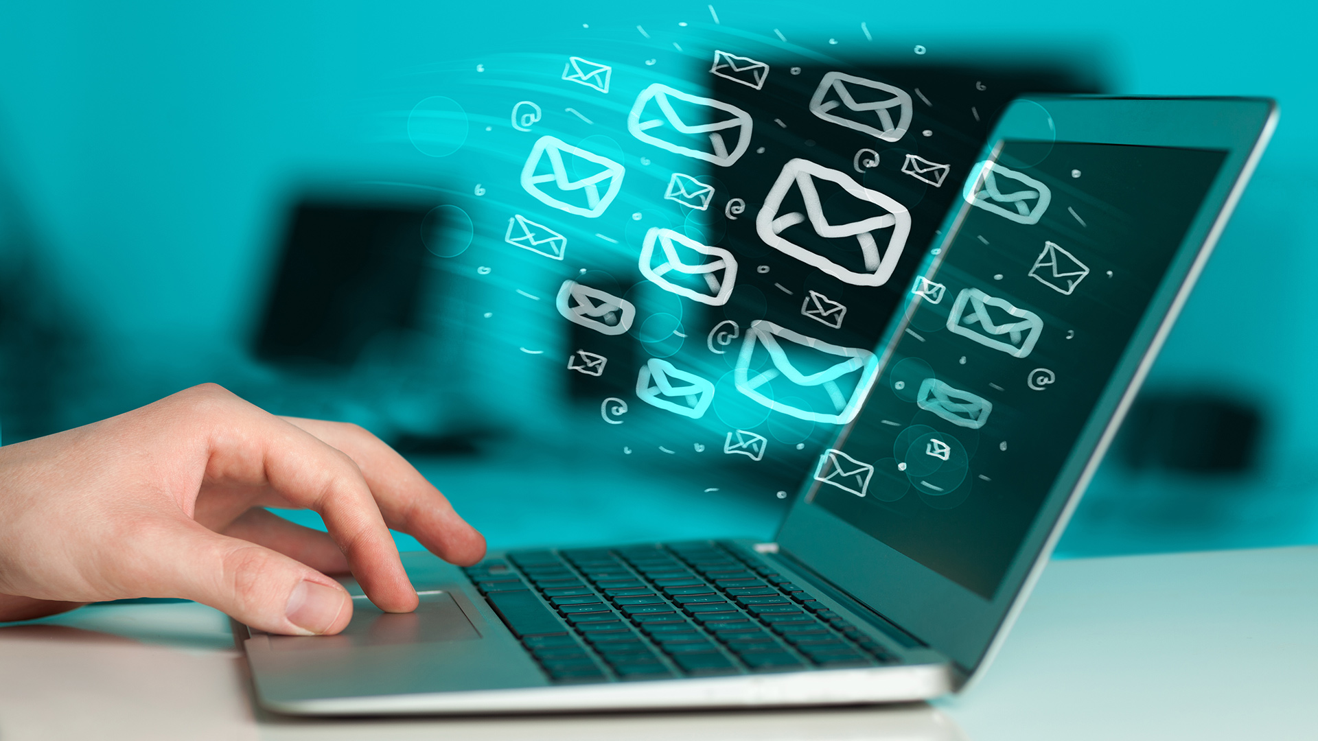 Электронная почта не сдает своих позиций